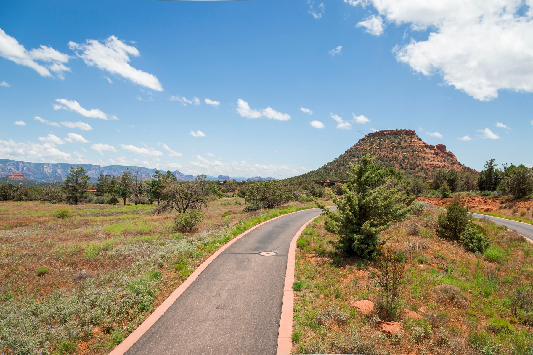 토지 용 매매 에 Aerie Lot 37 - Central 2.3 acre lot with expansive views of Sedona's red rocks. 335 Aerie RD 37 Sedona, 아리조나, 86336 미국