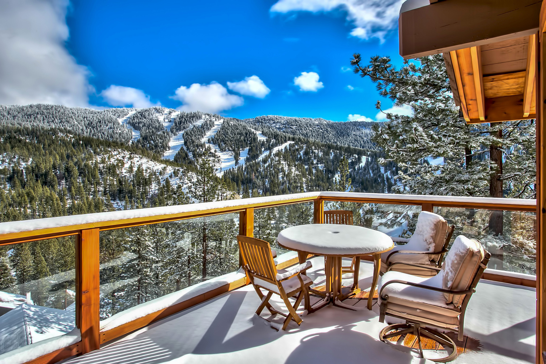 Таунхаус для того Продажа на 1479 Tirol Drive Incline Village, Невада, 89451 Соединенные Штаты