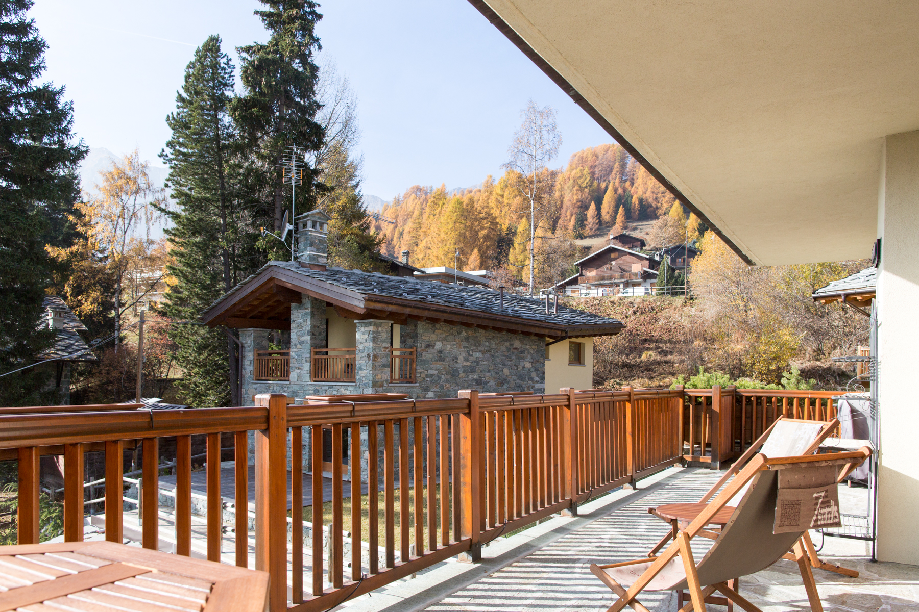 Additional photo for property listing at Cozy Apartment in Val d'Ayas Route Emile Chanoux Autres Aosta, Aosta 11020 Italie
