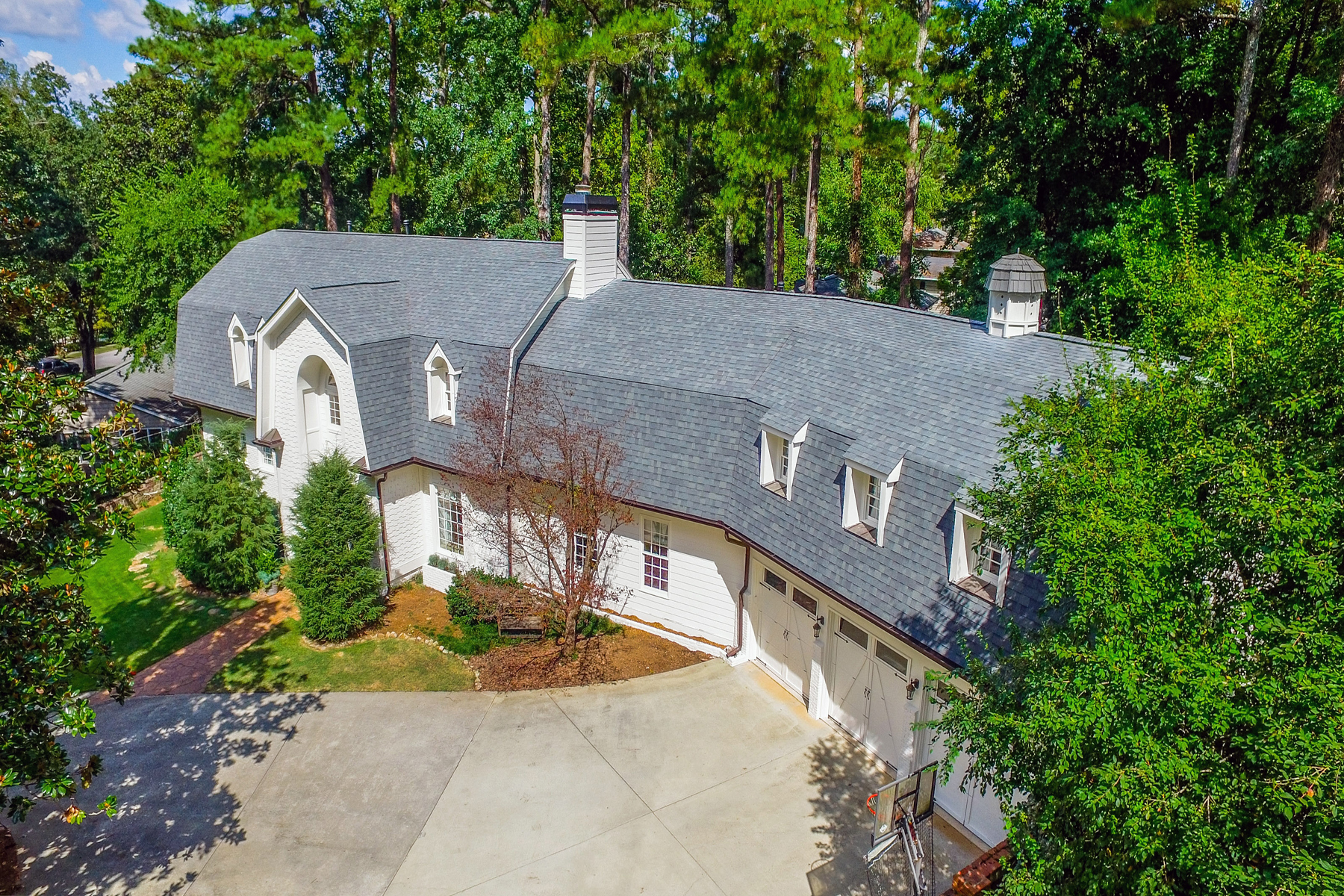 Additional photo for property listing at Large Open Concept Home In One Of Buckhead's Best Neighborhoods 3115 E Wood Valley Road NW Atlanta, Джорджия 30327 Соединенные Штаты
