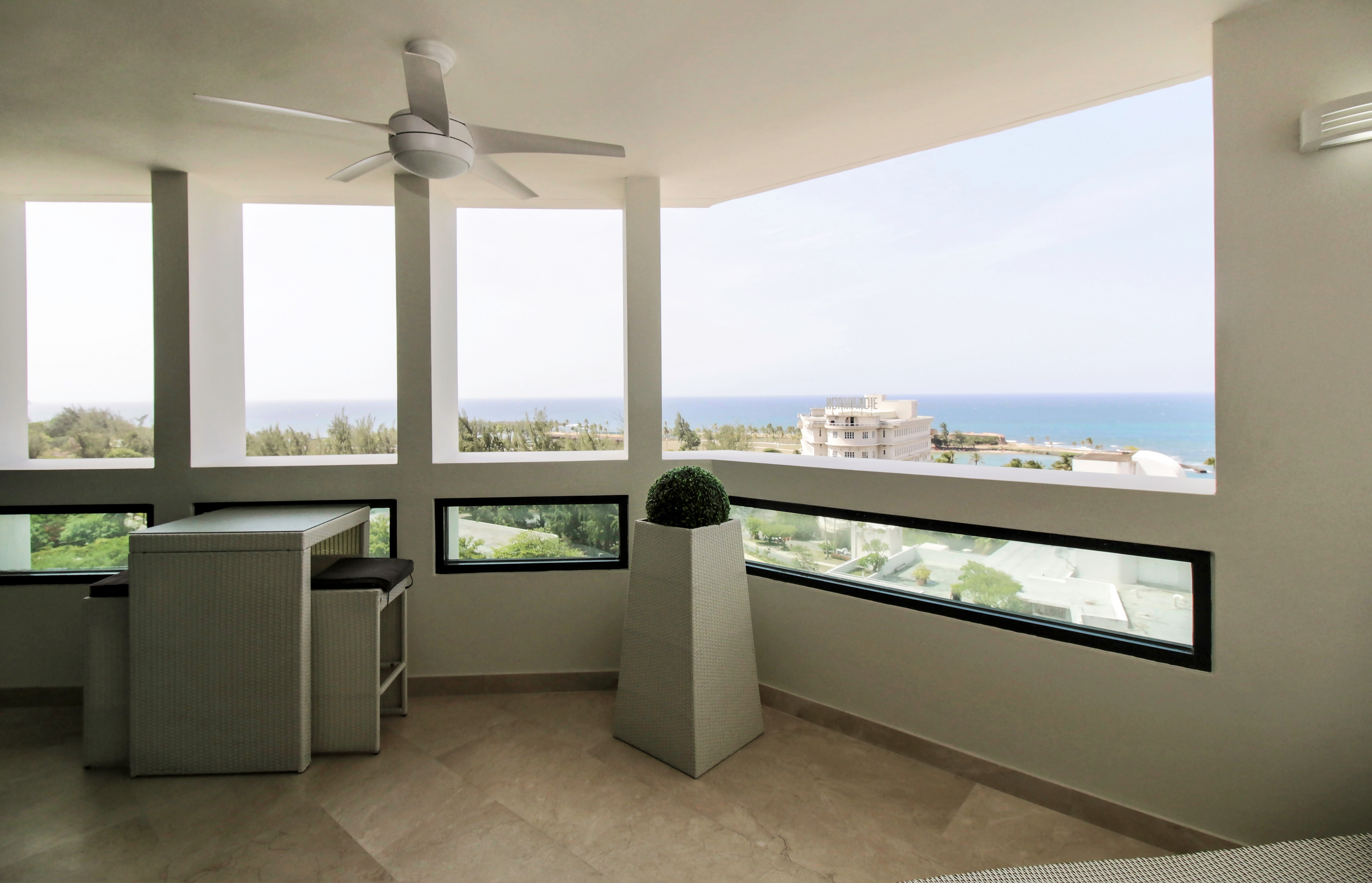 Additional photo for property listing at Soaring 12th Floor Ocean Views at Caribe Plaza 37 Avenida Muñoz Rivera Apt 1201 San Juan, Puerto Rico 00901 Puerto Rico