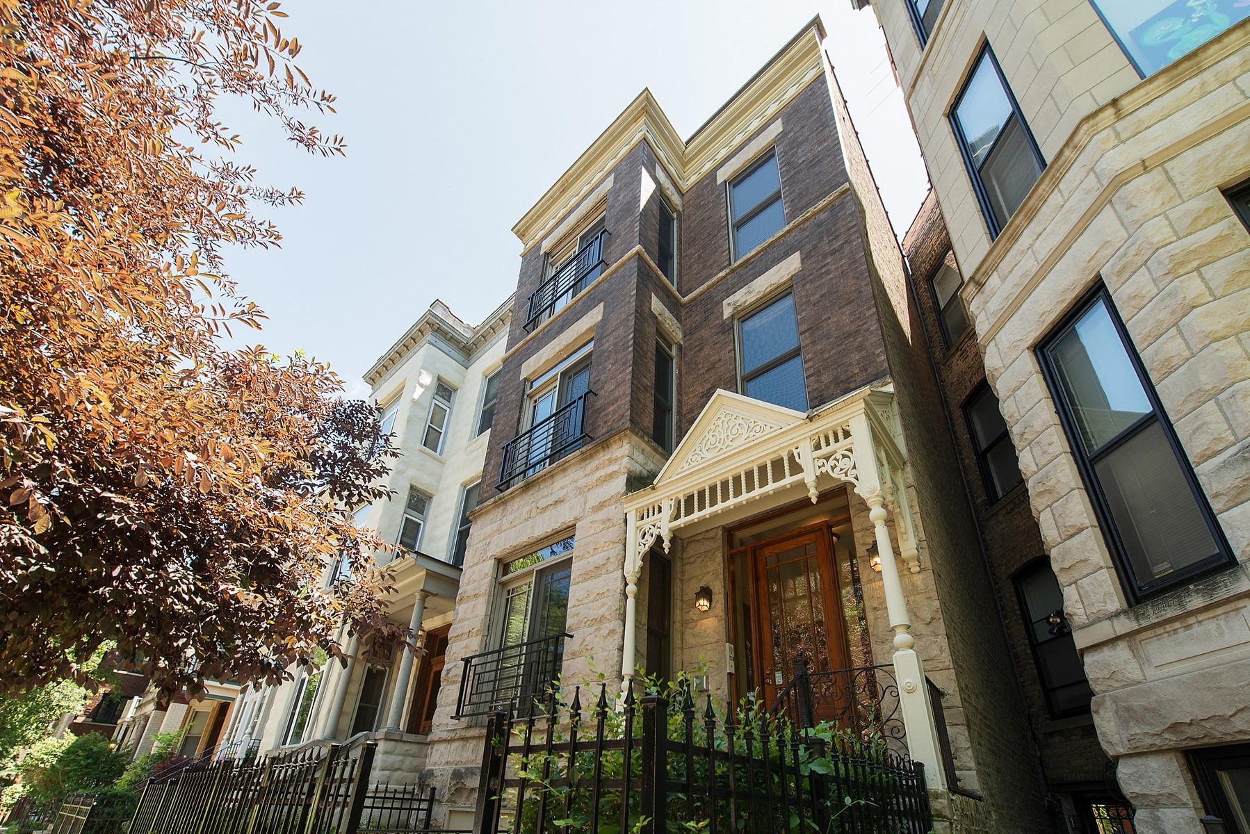 独户住宅 为 销售 在 Penthouse Home with Soaring Ceilings 859 W Newport Avenue Unit 3 Lakeview, 芝加哥, 伊利诺斯州, 60657 美国