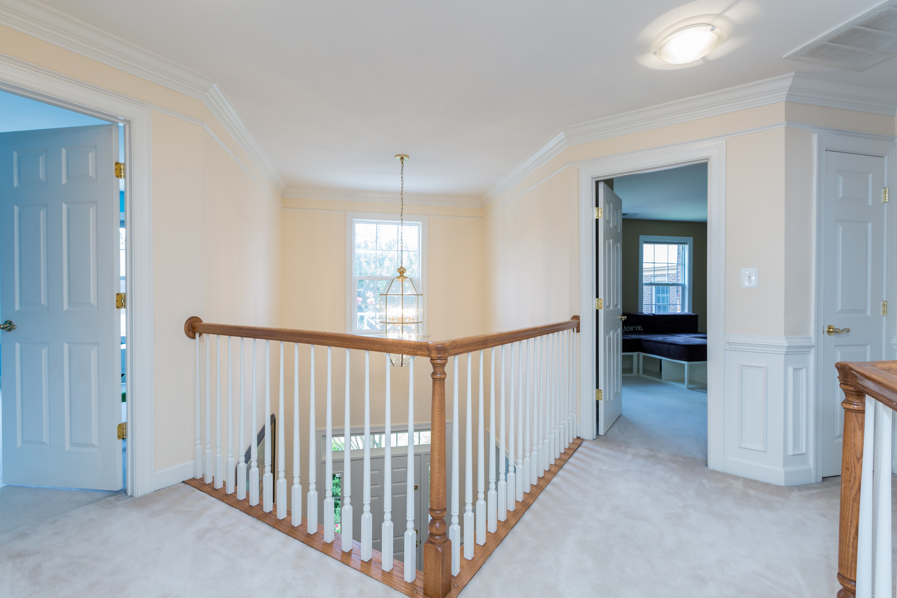 Additional photo for property listing at Falls Church 6654 Avignon Blvd Falls Church, 弗吉尼亞州 22043 美國