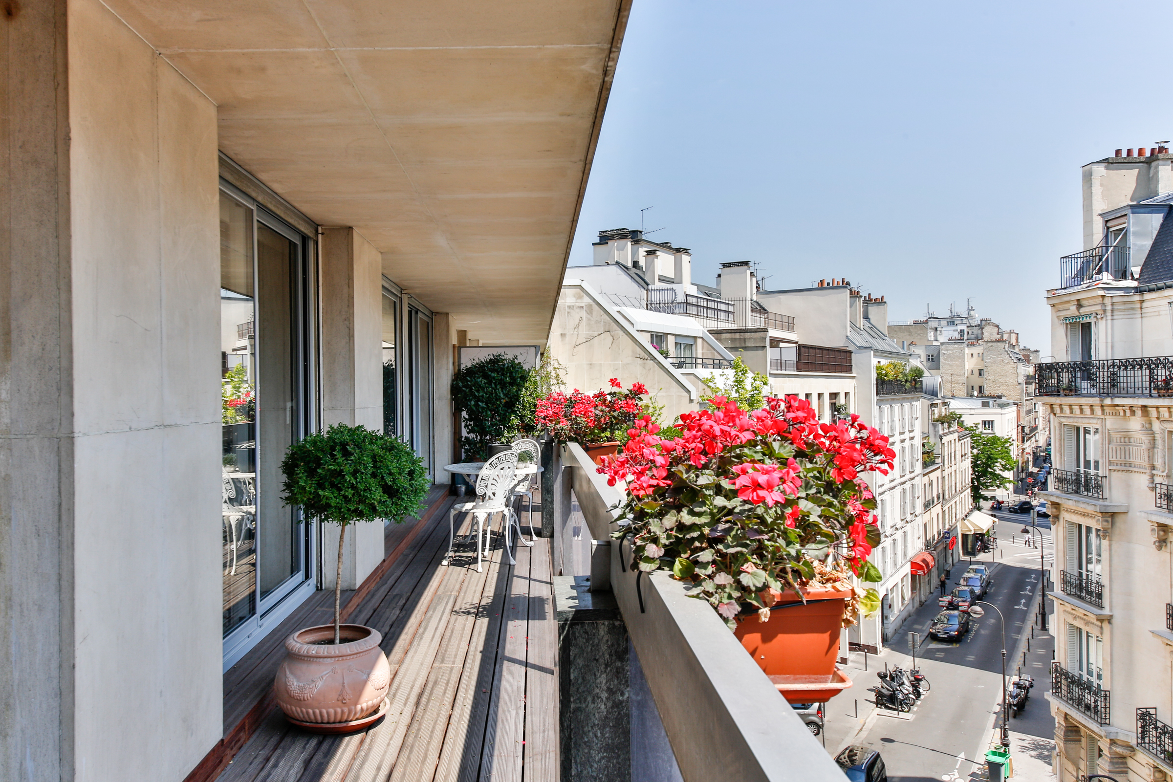 Appartement pour l Vente à Appartement + grand balcon filant - Trocadero Paris, Paris 75116 France