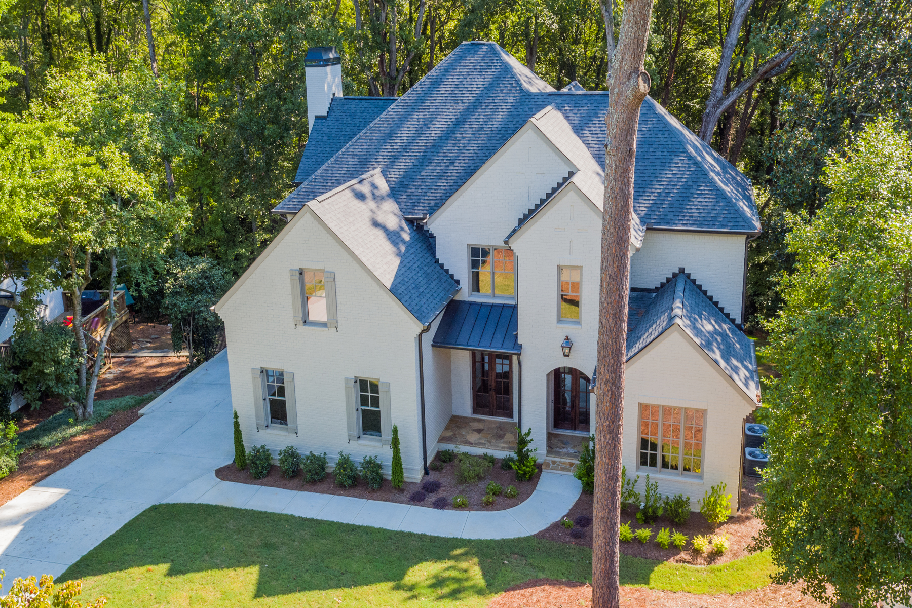 Moradia para Venda às Brand New With Three Car Garage In The Heart Of CastlewoodBuckhead 3059 Rhodenhaven Drive Atlanta, Geórgia 30327 Estados Unidos