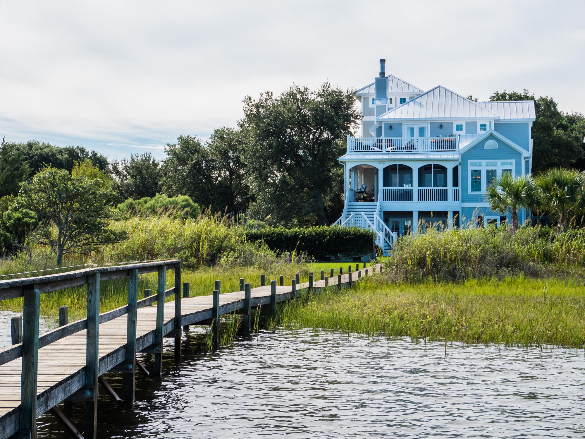 Vivienda unifamiliar por un Venta en Elegant Waterfront Home 228 Shell Drive Sneads Ferry, Carolina Del Norte, 28460 Estados Unidos