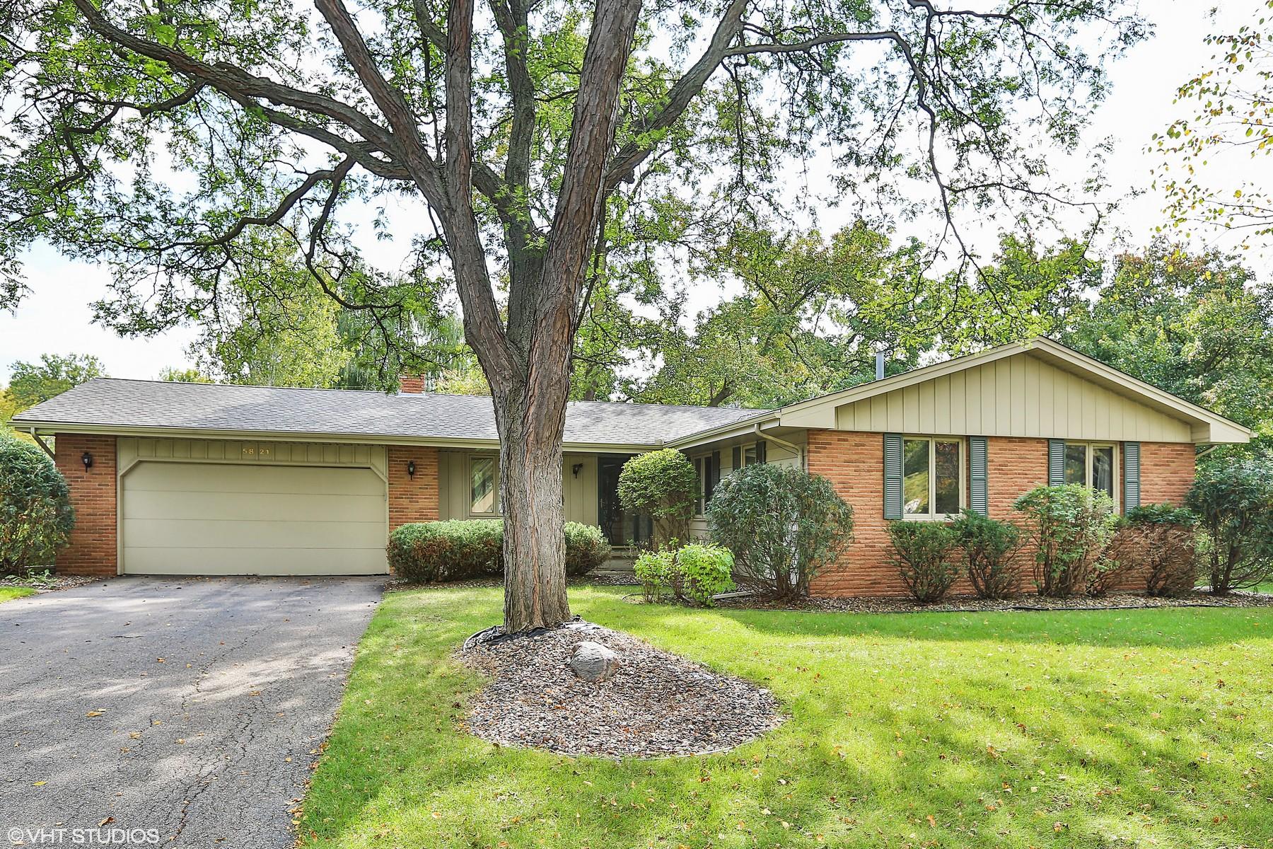 Maison unifamiliale pour l Vente à 5821 W 61st Street Edina, Minnesota 55436 États-Unis
