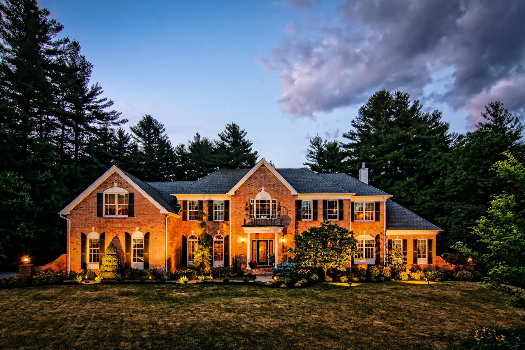 Vivienda unifamiliar por un Venta en Luxurious Colonial in North Grafton Estates 27 Valley View Drive Grafton, Massachusetts, 01536 Estados Unidos