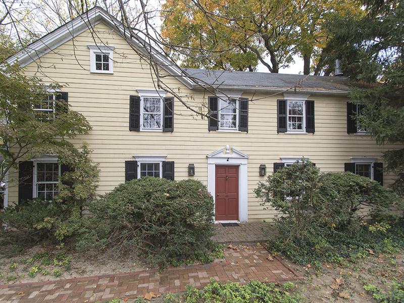 独户住宅 为 销售 在 Steeped in History - West Windsor Township 4271 Quakerbridge Road Princeton, 新泽西州 08540 美国