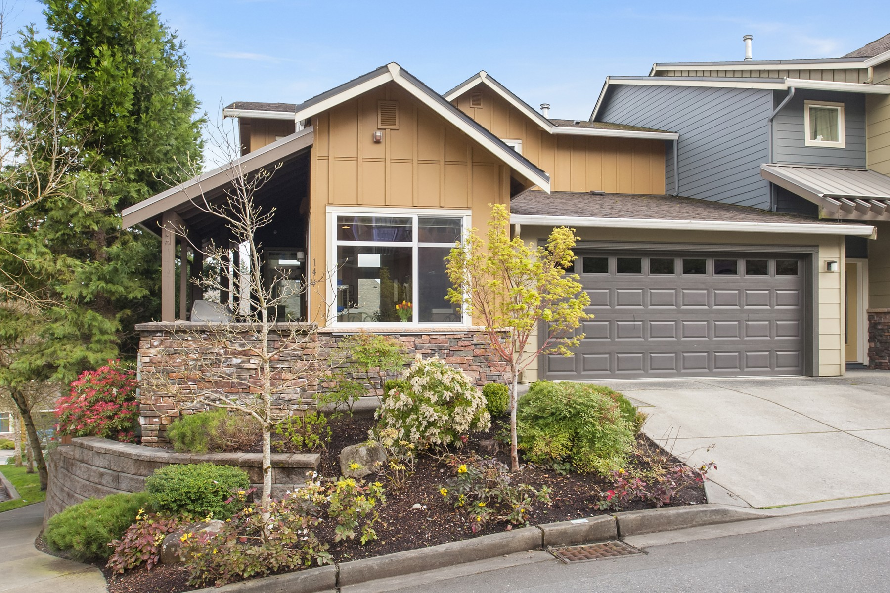 Townhouse for Sale at Talus Townhome 144 Sky Ridge Rd NW Talus, Issaquah, Washington, 98027 United States