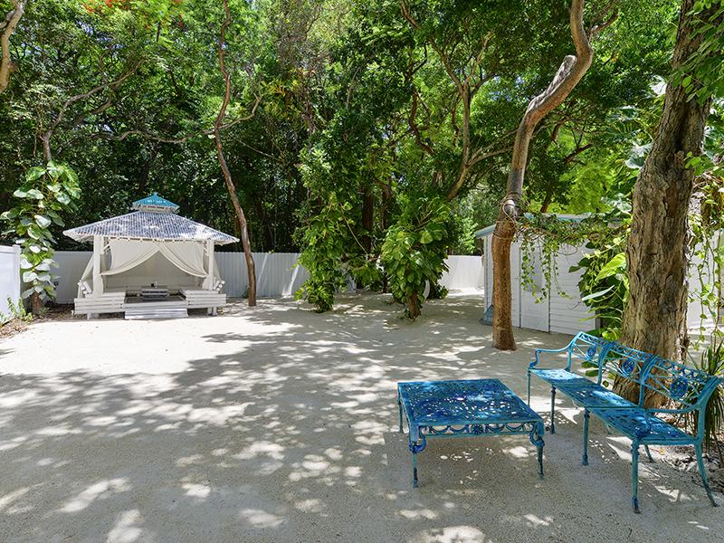 Villa per Vendita alle ore Beach Style Cottage 200 Thompsonville Road Plantation Key, Florida 33070 Stati Uniti