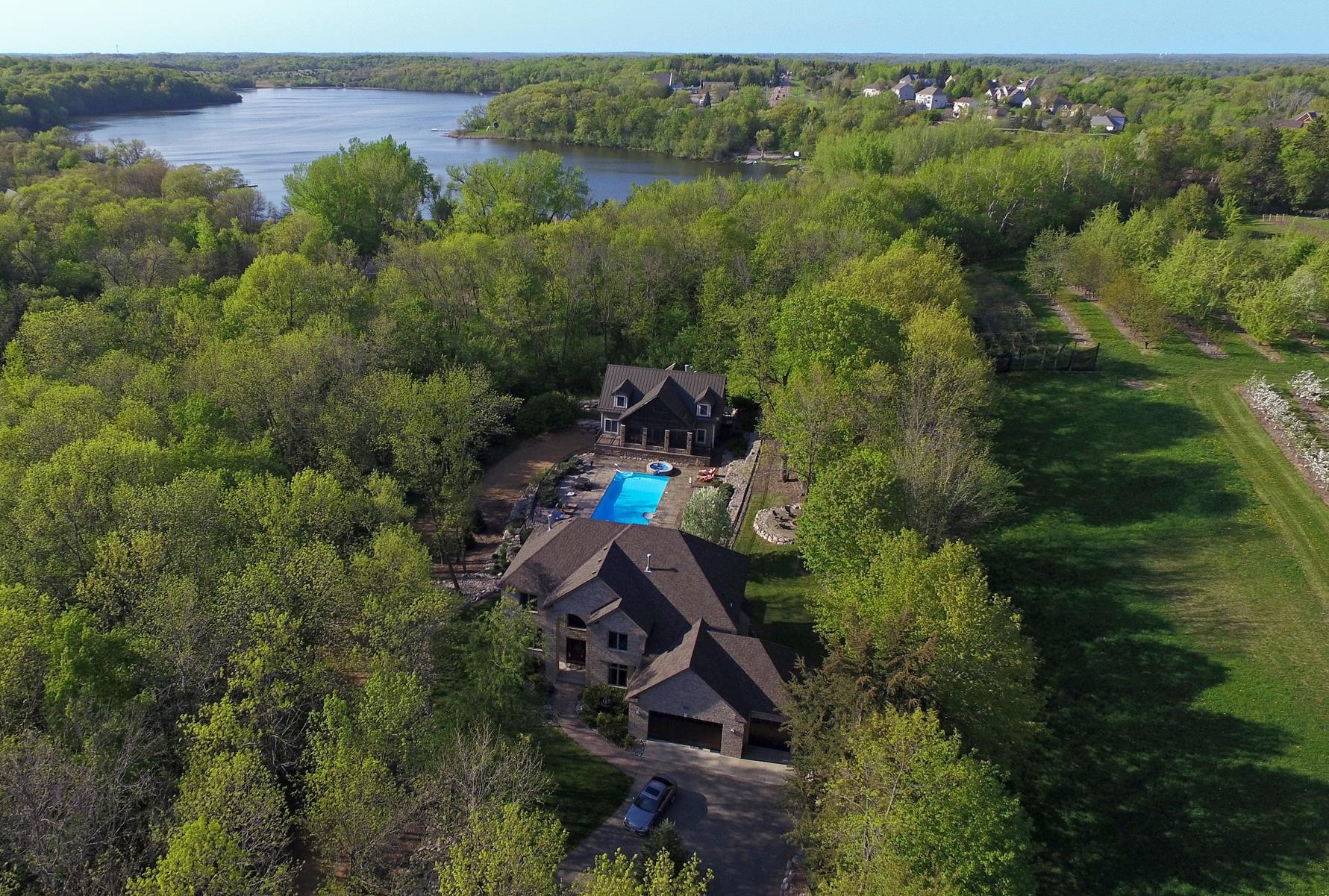 Casa Unifamiliar por un Venta en 908 Parkview Lane Victoria, Minnesota, 55386 Estados Unidos