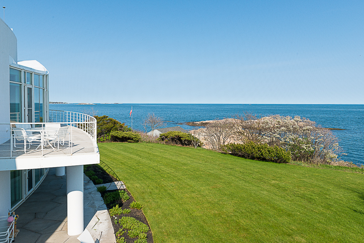 Additional photo for property listing at Extraordinary Ocean Front Contemporary Home 45 Little's Point Swampscott, Massachusetts 01907 United States