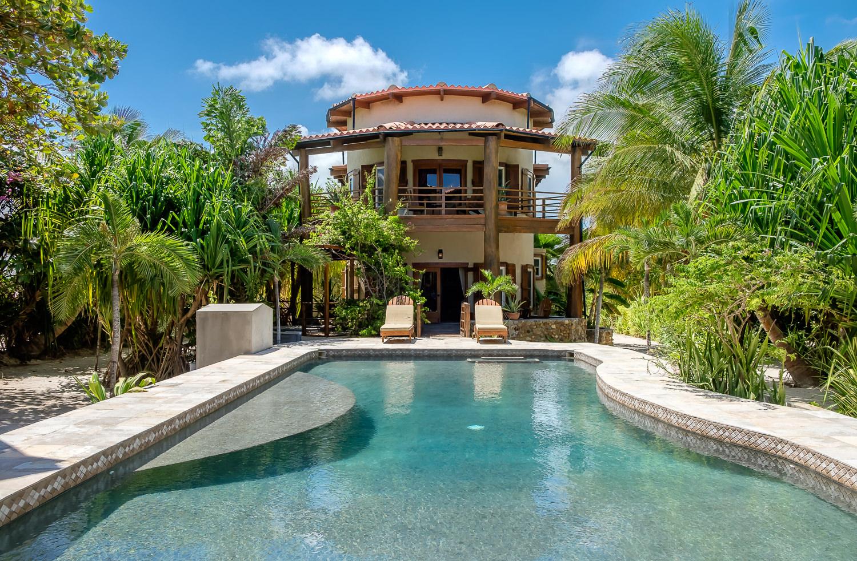 Частный односемейный дом для того Продажа на Solaria Two, A Designer Beachfront Paradise San Pedro Town, Ambergris Caye, Белиз
