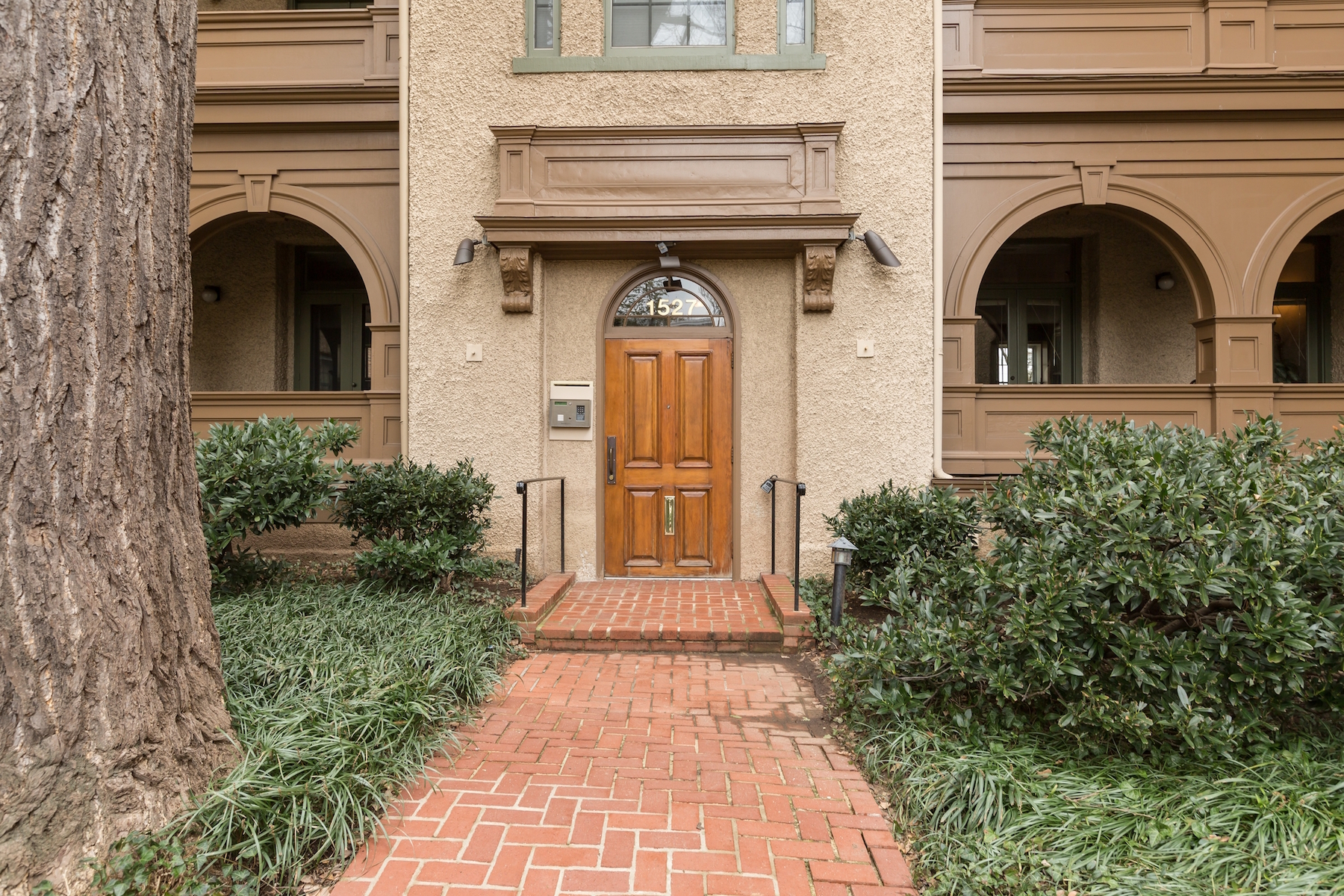 Additional photo for property listing at Rarely Available: Historic Georgetown Condominium 1527 30th Street Nw B21 华盛顿市, 哥伦比亚特区 20007 美国