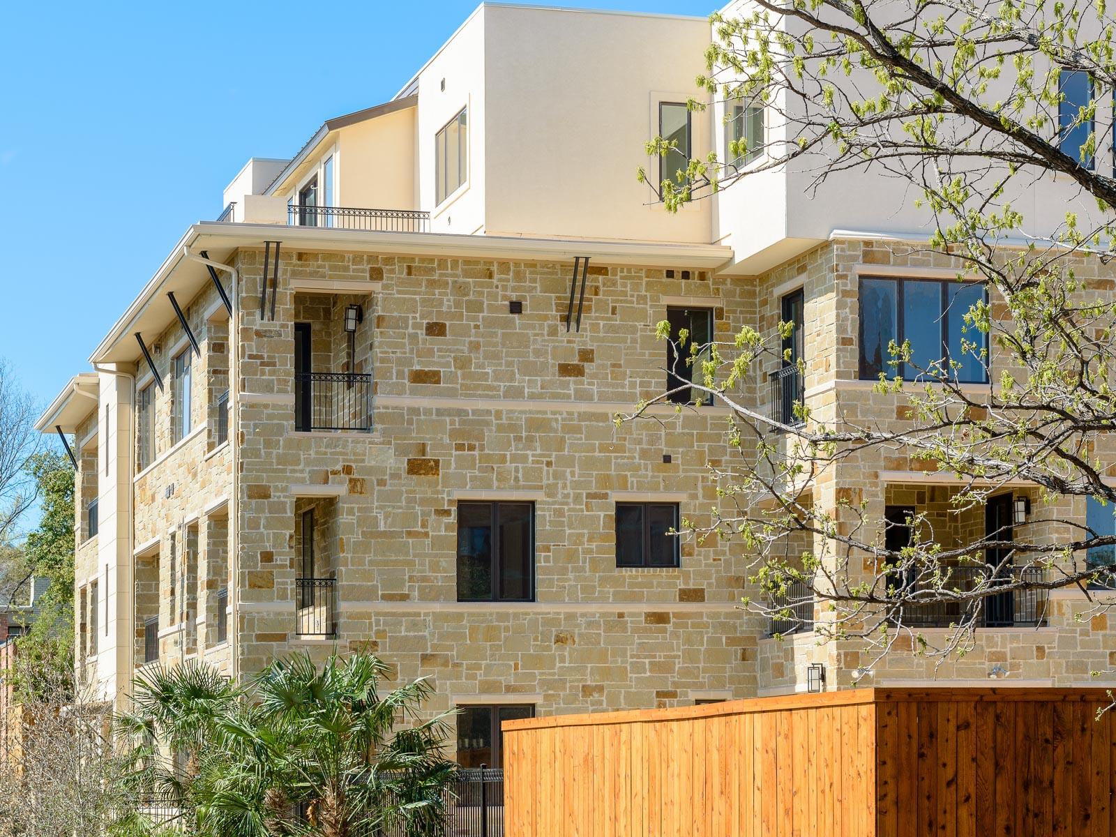 Condominio por un Venta en Oak Lawn Contemporary Condos 2811 Hood Street #K Dallas, Texas, 75219 Estados Unidos