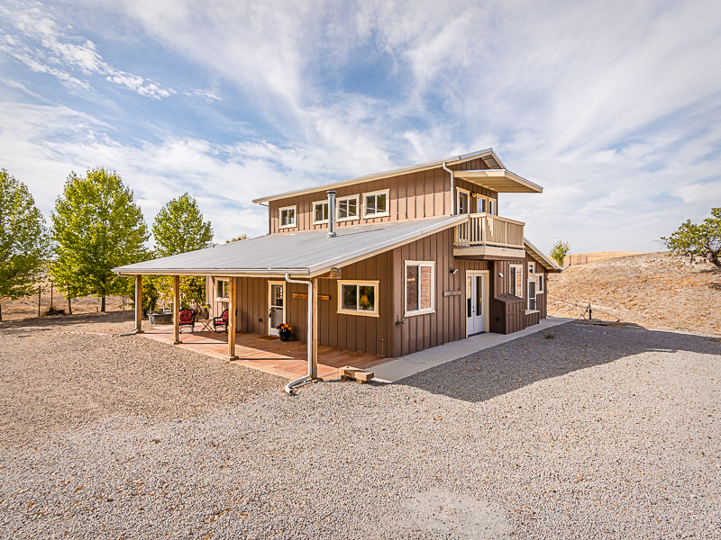 Moradia para Venda às Secluded Western Rustic Ranch Home 80025 Eva Road San Miguel, Califórnia 93451 Estados Unidos