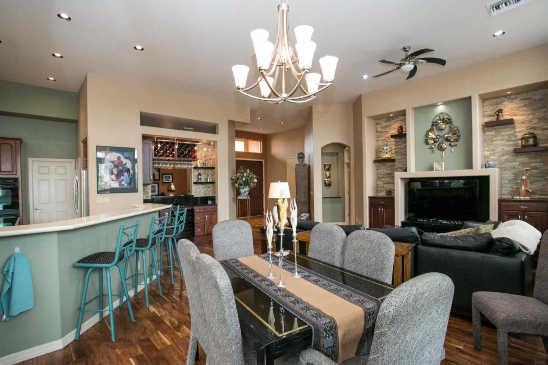 Single Family Home for Sale at Spectacular updated home in Oro Valley 13765 N Slazenger Drive Oro Valley, Arizona, 85755 United States