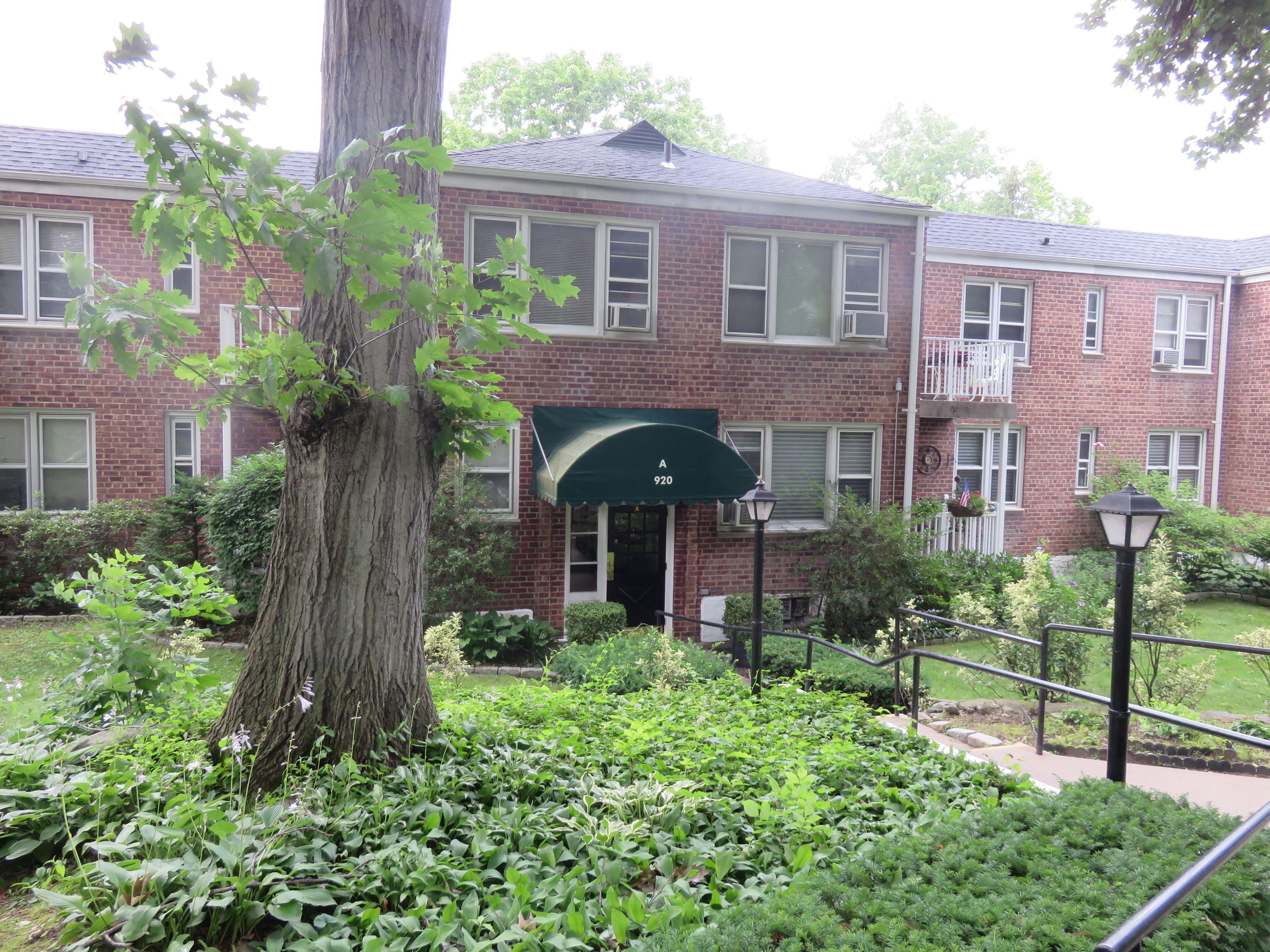 一戸建て のために 売買 アット WELL MAINTAINED 2 BEDROOM COOPERATIVE 920 Pelhamdale Avenue A2G Pelham, ニューヨーク 10803 アメリカ合衆国