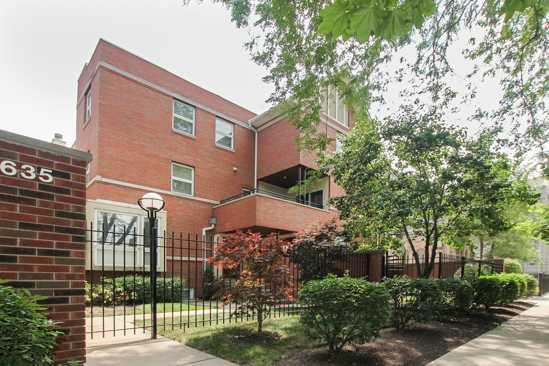 Property For Sale at Rare Three Bedroom Hyde Park Townhome