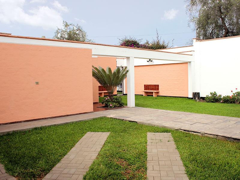 Single Family Home for Sale at Buena casa de una sola planta con amplios ambientes y gran jardín Pio XII, Urb. Monterrico Other Peru, Other Areas In Peru 33 Peru