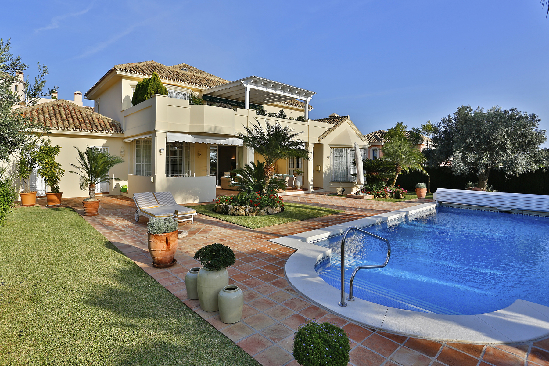 Tek Ailelik Ev için Satış at Impeccable villa with excellent qualities Santa María Golf Marbella, Costa Del Sol, 29600 Ispanya
