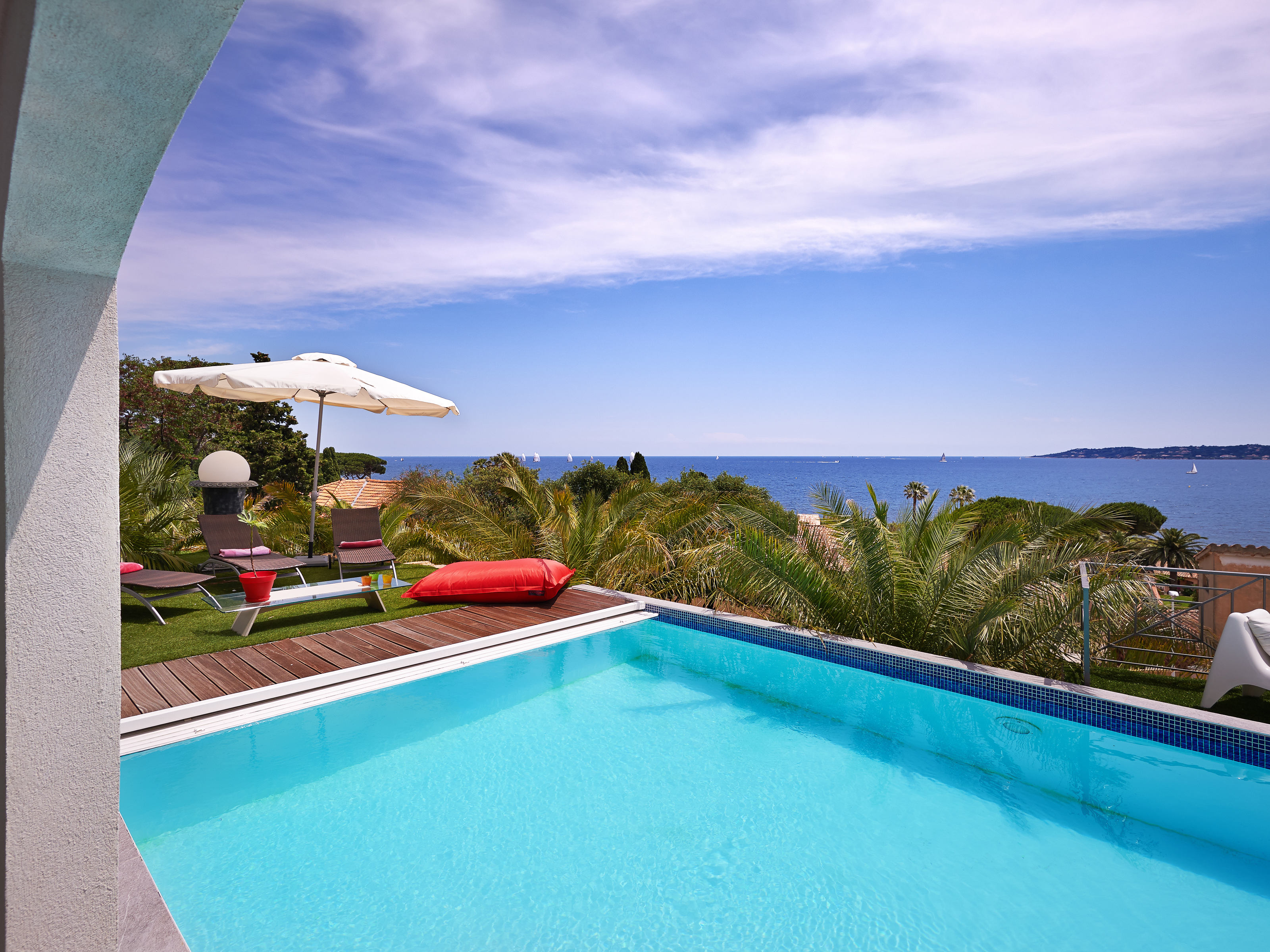 Additional photo for property listing at Luxurious Villa with breathtaking views over Saint Tropez  Sainte Maxime, Provence-Alpes-Cote D'Azur 83120 France