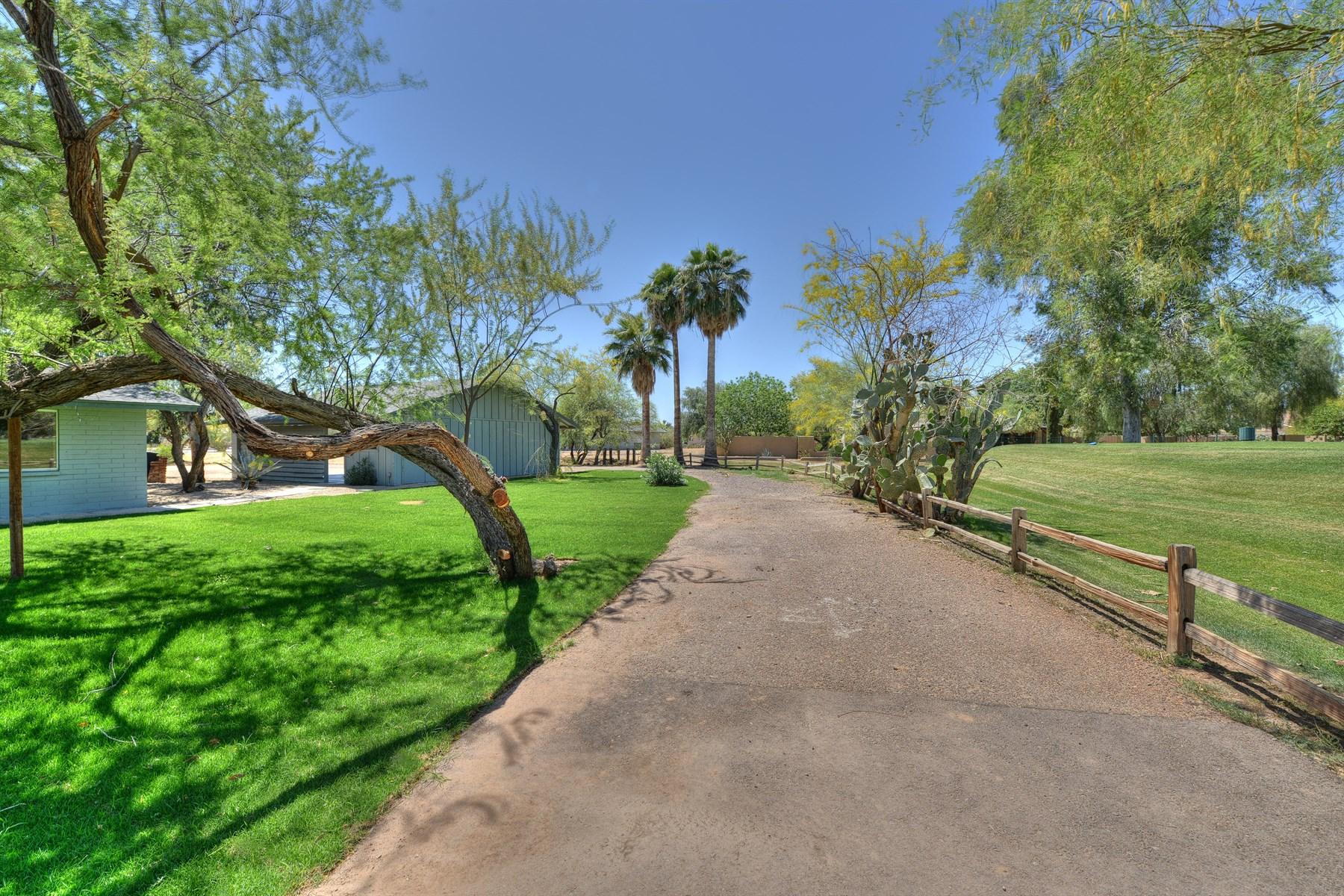Nhà ở một gia đình vì Bán tại 1+ Acre On the Golf Course in Beautiful Starfire at Scottsdale Country Club 7708 E Shea Blvd Scottsdale, Arizona 85260 Hoa Kỳ