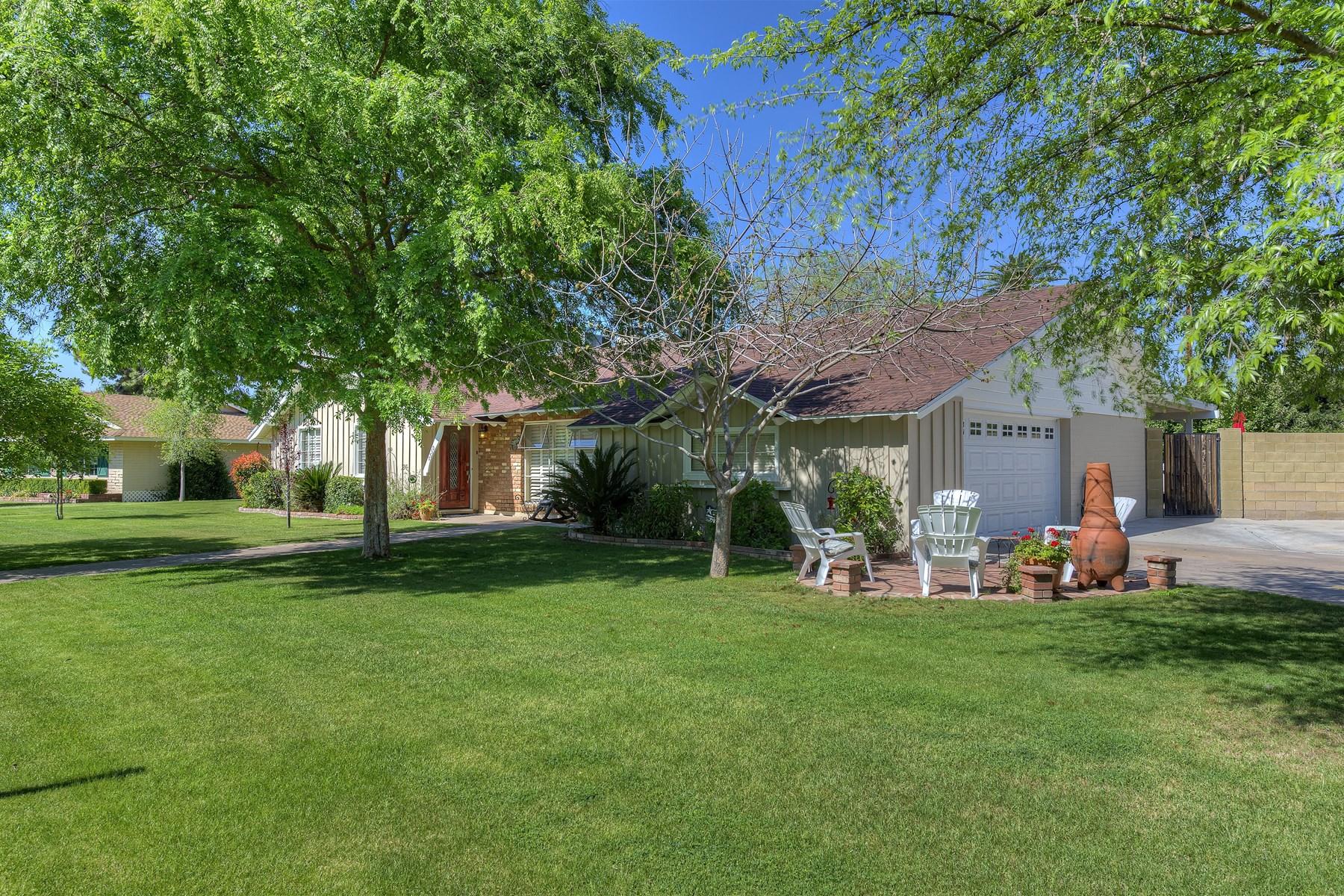 Casa para uma família para Venda às Charming 4 Bedroom 2 Bath North Central Phoenix Home in Westwind Estates 7530 N 13th Ave Phoenix, Arizona 85021 Estados Unidos