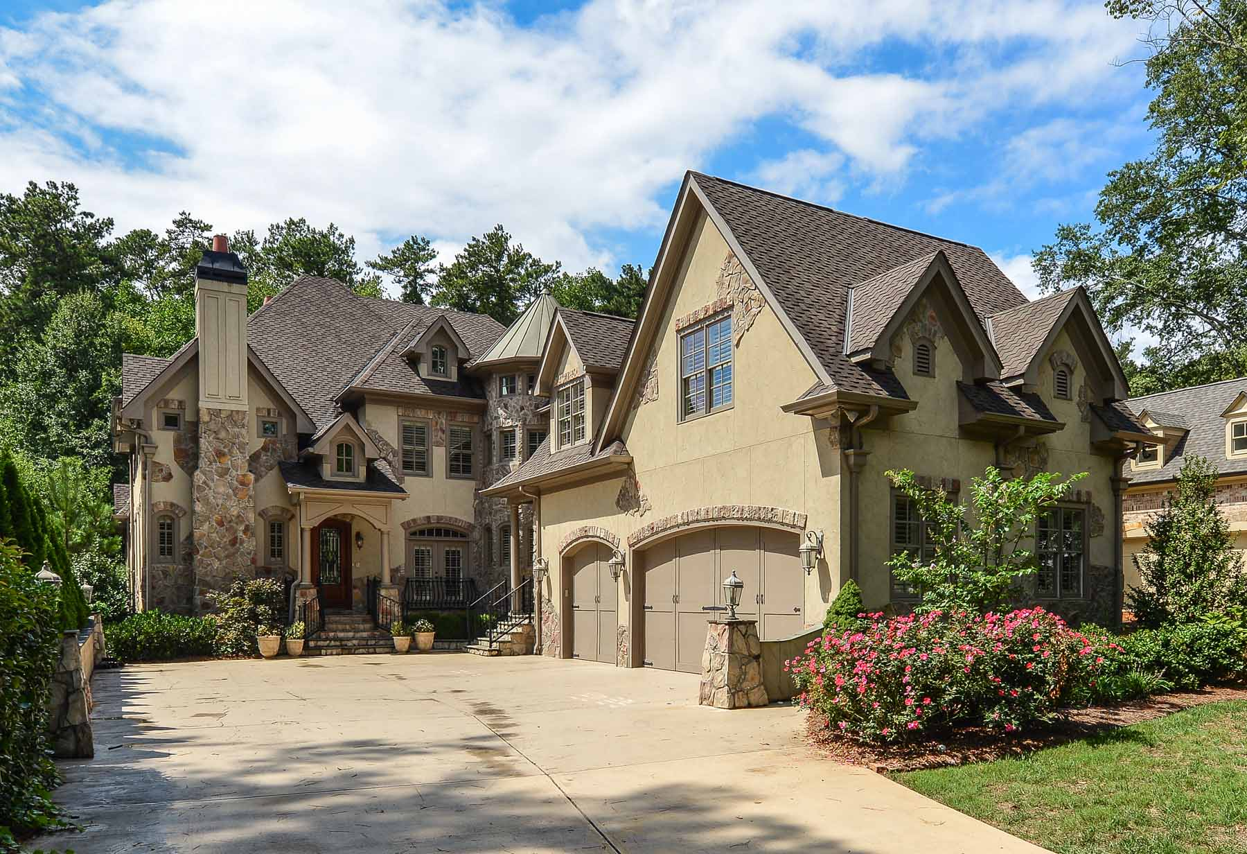 獨棟家庭住宅 為 出售 在 Incredible Brookhaven Home 3108 Mabry Road NE Brookhaven, Atlanta, 喬治亞州, 30319 美國