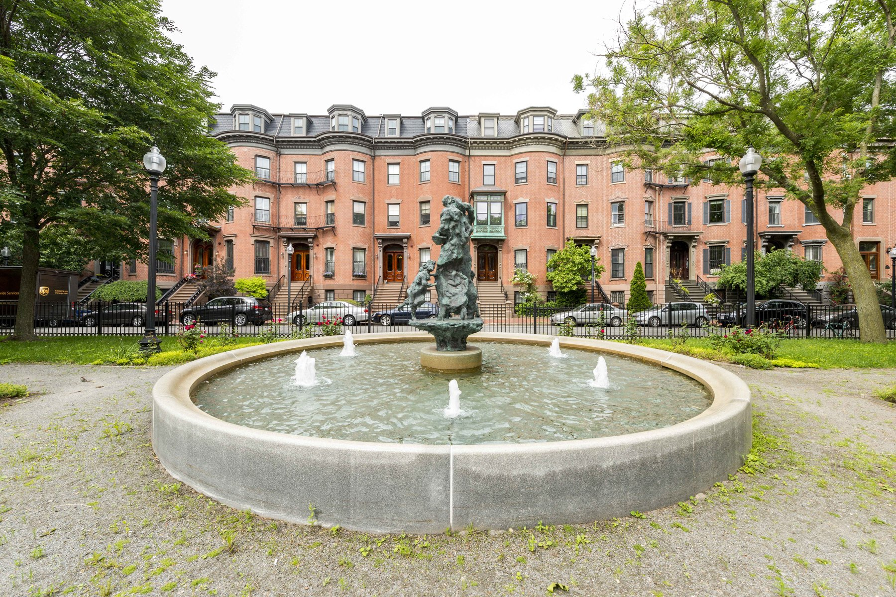 コンドミニアム のために 売買 アット Lovely Two Bedroom On Picturesque Worcester Square 22 Worcester Square Unit 2 South End, Boston, マサチューセッツ, 02118 アメリカ合衆国