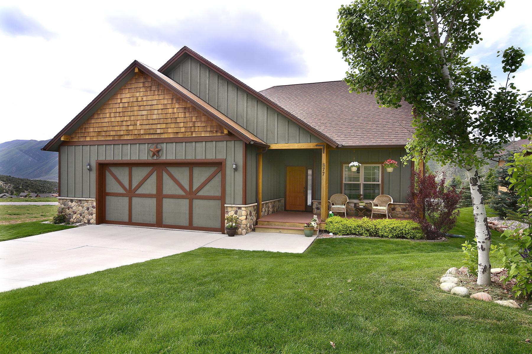 Maison unifamiliale pour l Vente à Lakota Canyon Custom Home 877 Ute New Castle, Colorado 81647 États-Unis