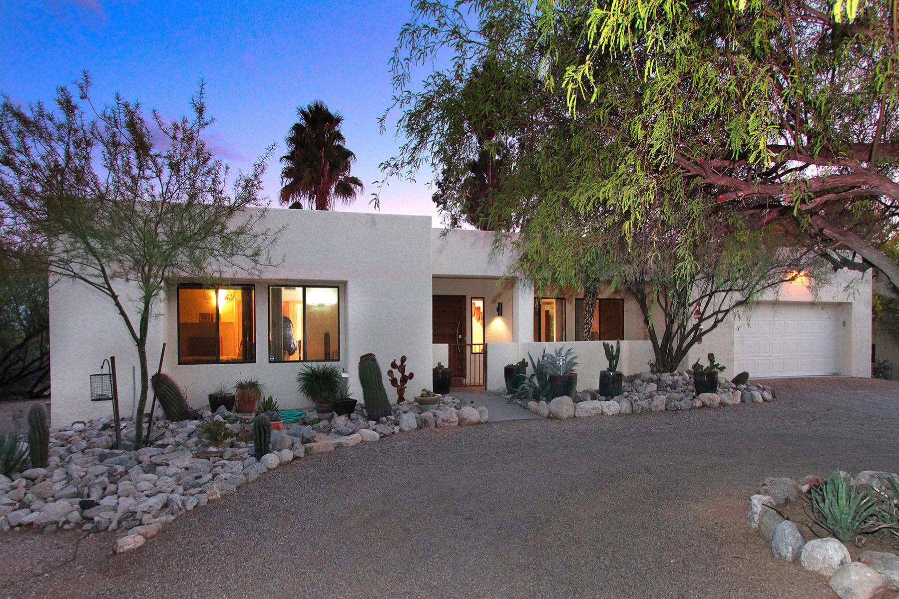Частный односемейный дом для того Продажа на Modern showpiece 4850 N Valley View Road Tucson, Аризона, 85718 Соединенные Штаты