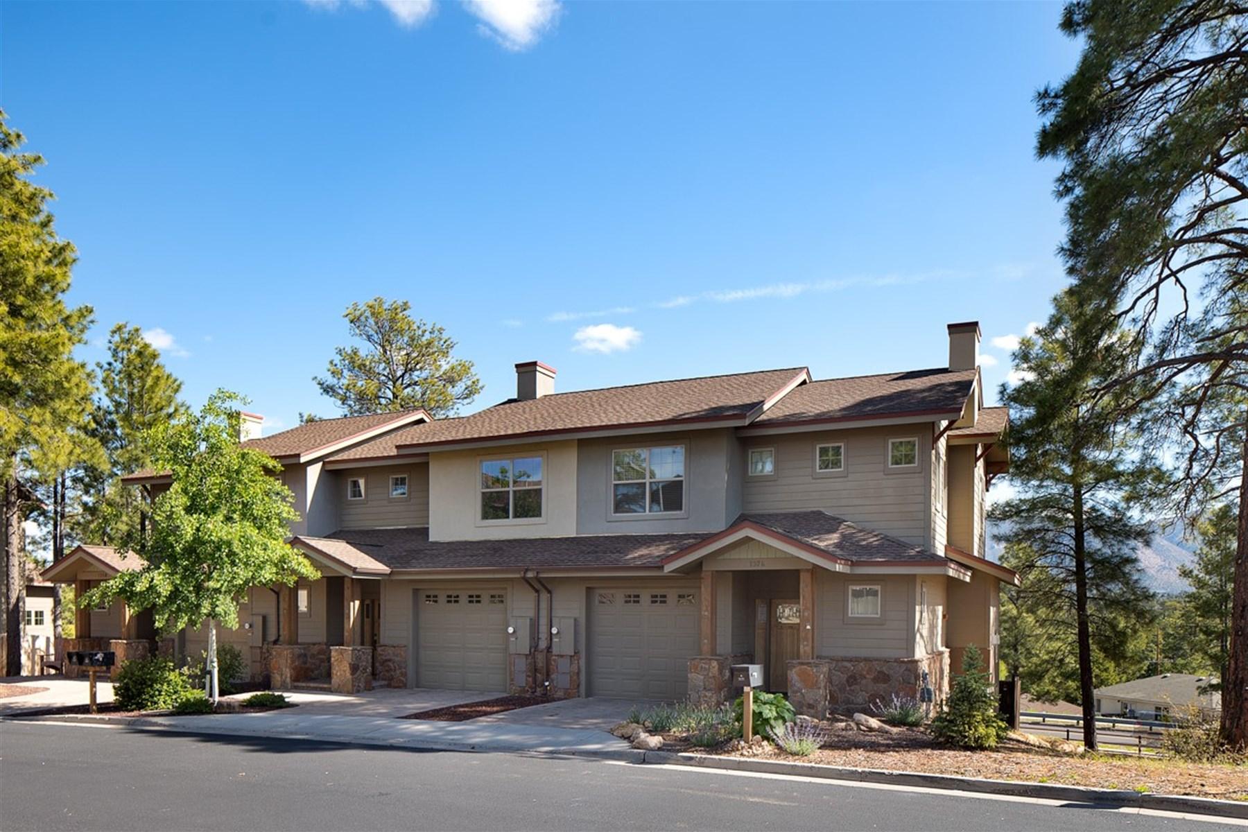 Maison unifamiliale pour l Vente à Pine Knoll Village Townhouse 1374 E Sundrop LN Flagstaff, Arizona 86001 États-Unis