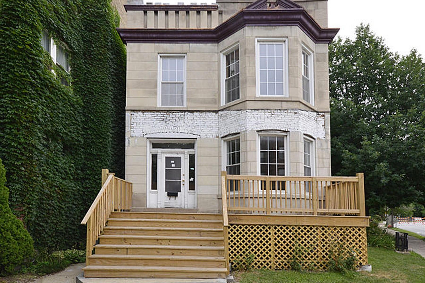 公寓 为 销售 在 Excellent Two Unit With So Much Space! 5679 N Ridge Avenue 芝加哥, 伊利诺斯州, 60660 美国