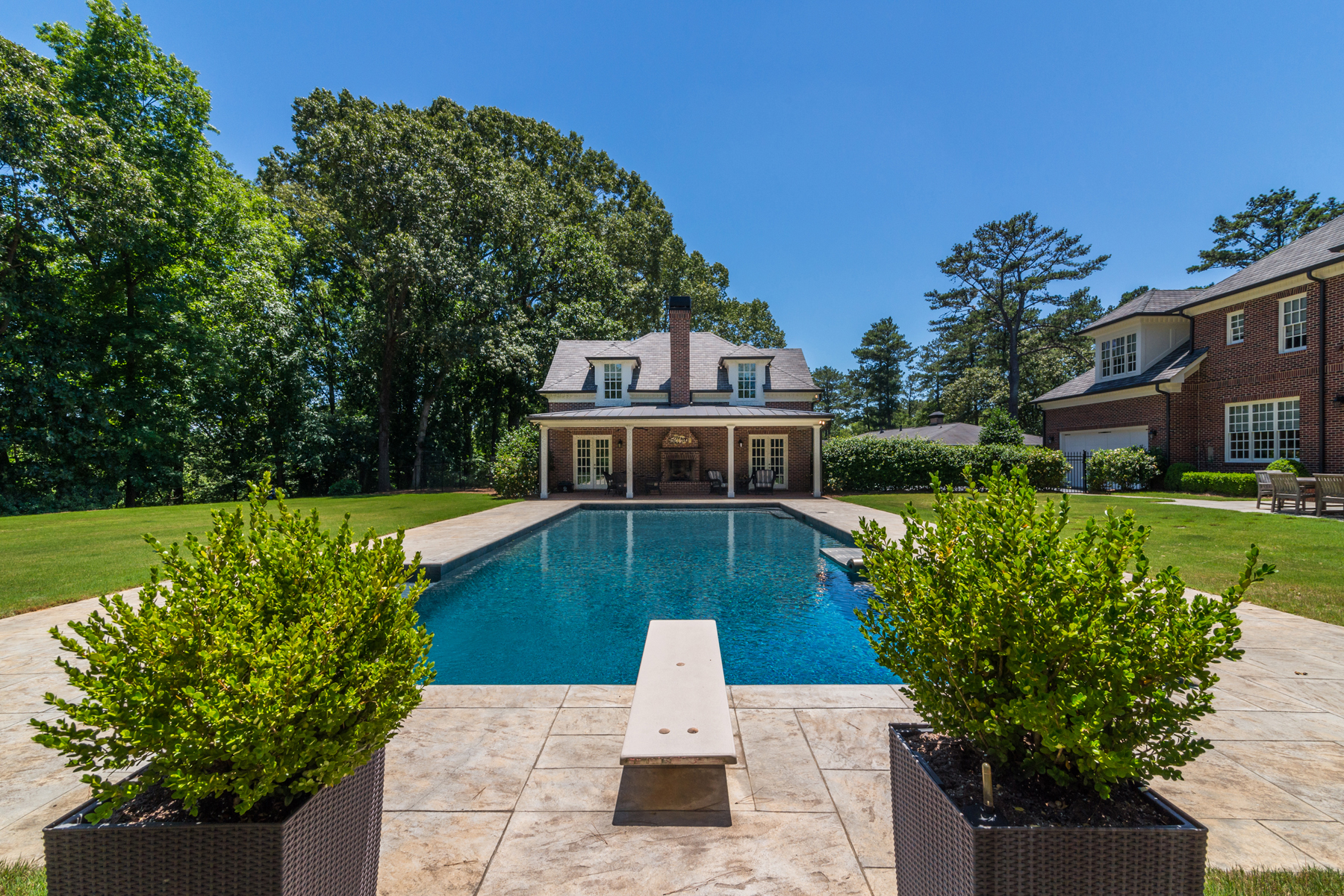 Additional photo for property listing at Beautifully Appointed Home In Buckhead 2761 Ridgewood Road Atlanta, Georgië 30327 Verenigde Staten