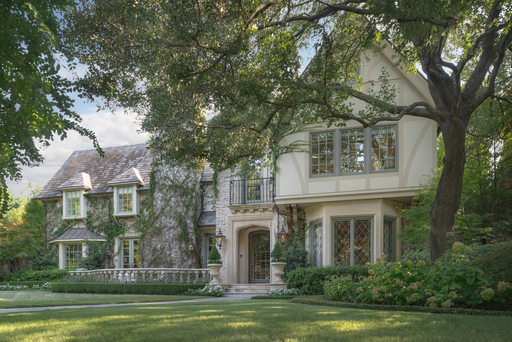 Moradia para Venda às Highland Park English Tudor 4401 Lorraine Avenue Dallas, Texas, 75205 Estados Unidos