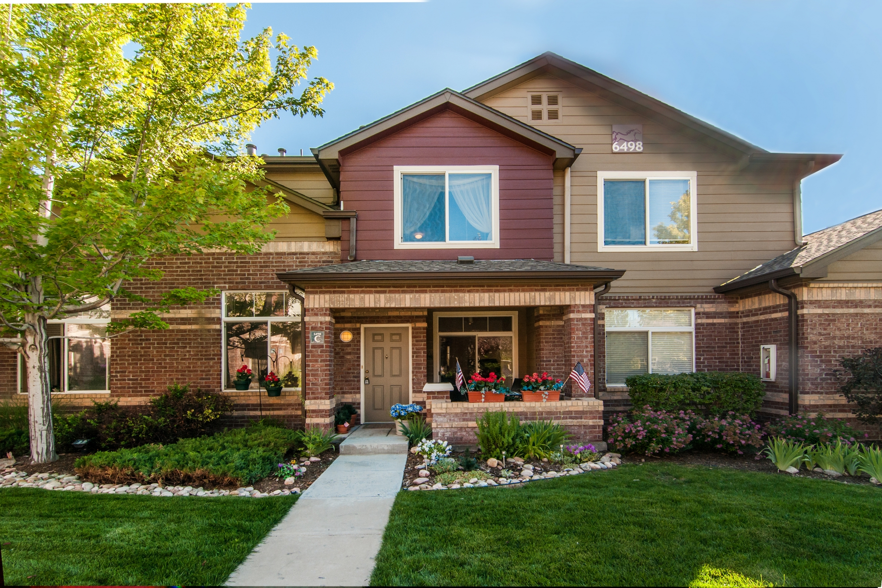 Maison unifamiliale pour l Vente à Light bright 3-level town home in Palomino Park 6498 Silver Mesa Dr #C Highlands Ranch, Colorado 80130 États-Unis