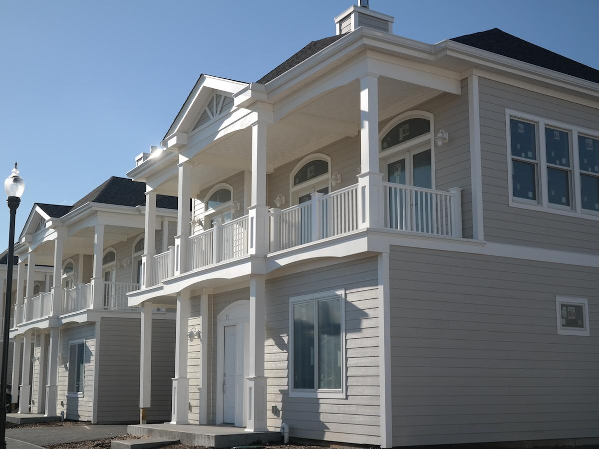 Частный односемейный дом для того Продажа на SPECTACULAR BRAND NEW 43 UNIT GATED COMMUNITY 17 Island Point City Island, Bronx, Нью-Йорк 10464 Соединенные Штаты