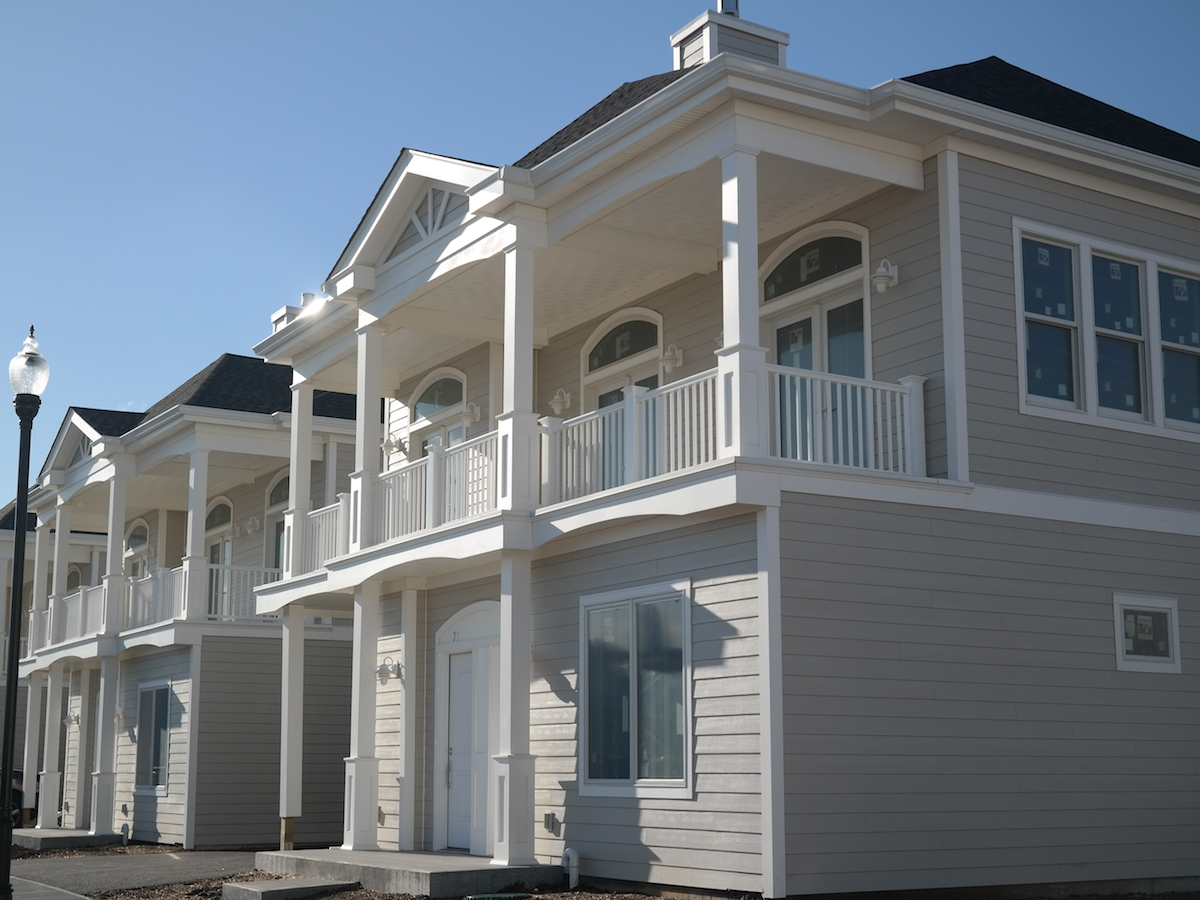 Villa per Vendita alle ore SPECTACULAR BRAND NEW 43 UNIT GATED COMMUNITY 17 Island Point City Island, Bronx, New York 10464 Stati Uniti