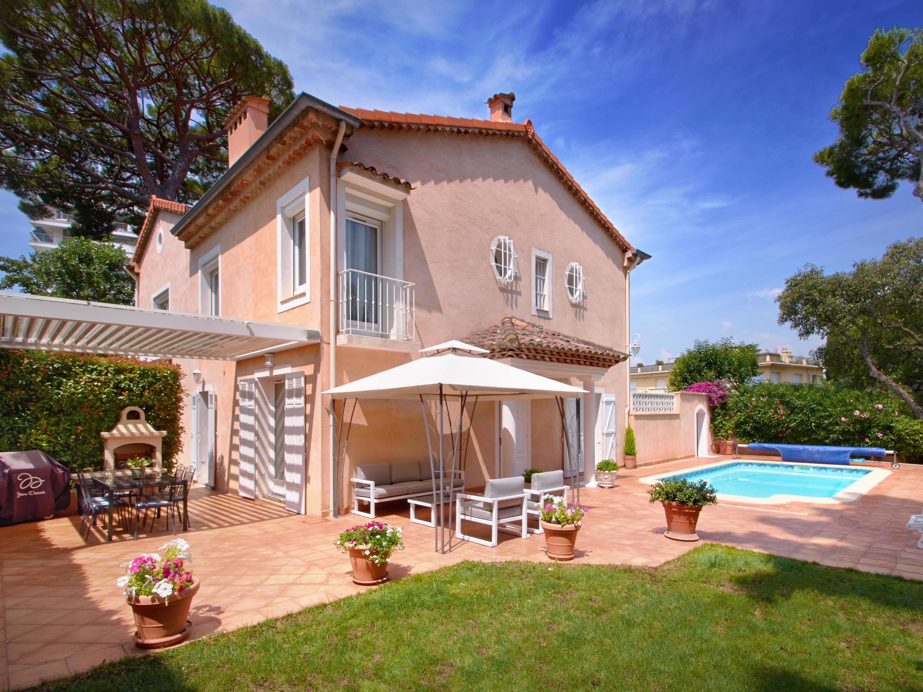Tek Ailelik Ev için Satış at Magnificent villa immaculately refurbished with open view Cannes Cannes, Provence-Alpes-Cote D'Azur 06400 Fransa