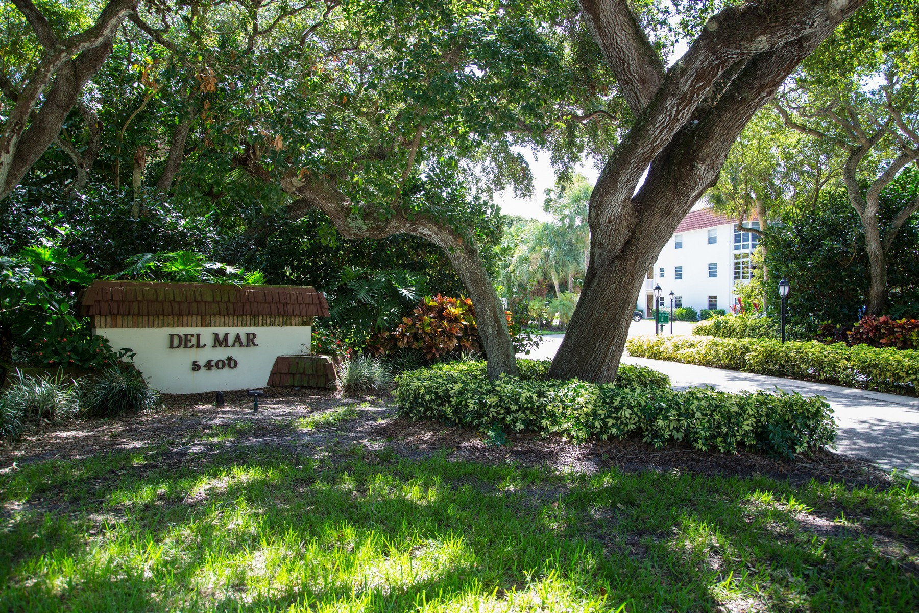 Condominium for Sale at Corner 1st Floor Unit in Vista Del Mar 5400 Hwy A1A #H6 Vero Beach, Florida 32963 United States