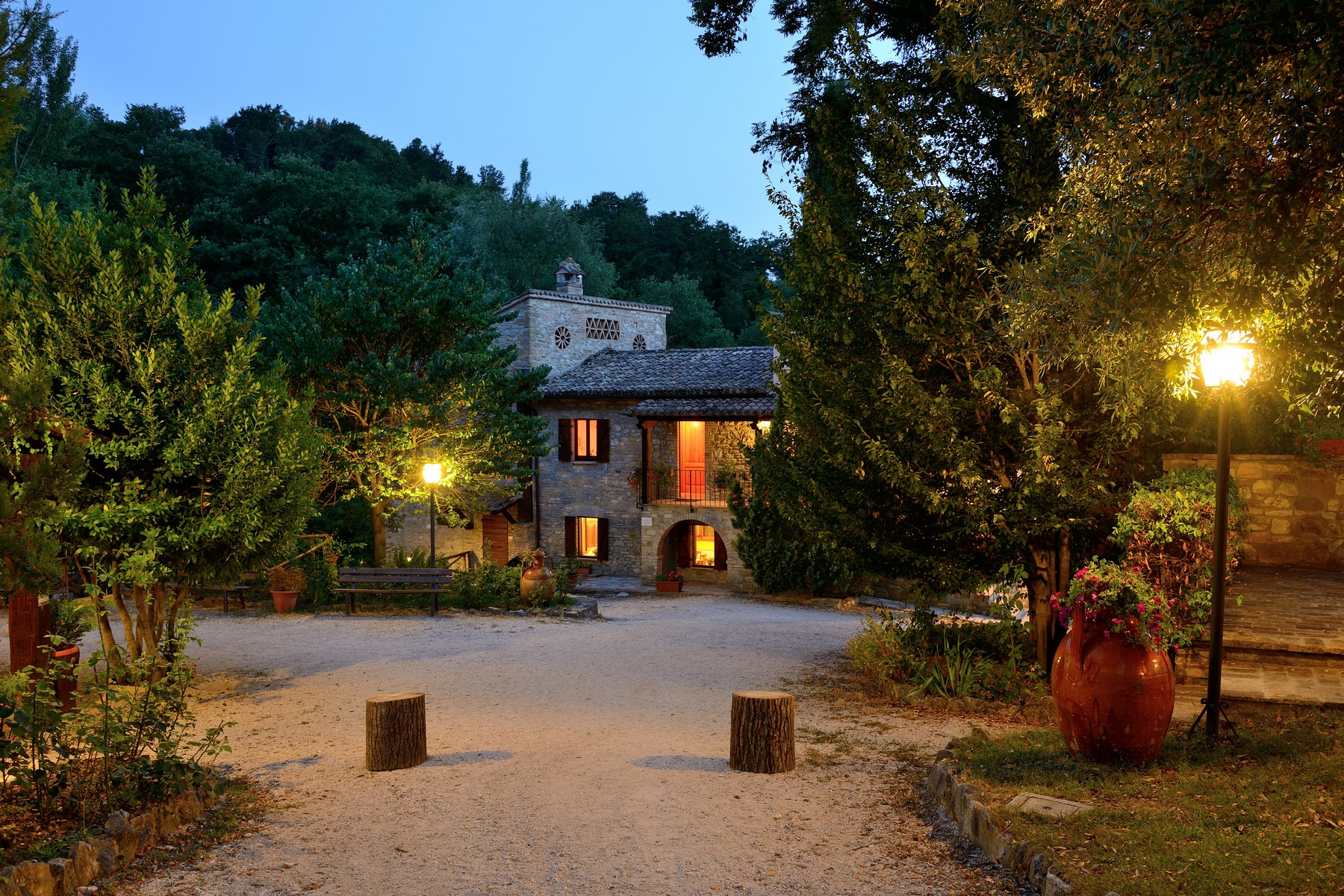 Additional photo for property listing at Hamlet with land close to Assisi Costa di Trex Assisi, Perugia 06081 Italia
