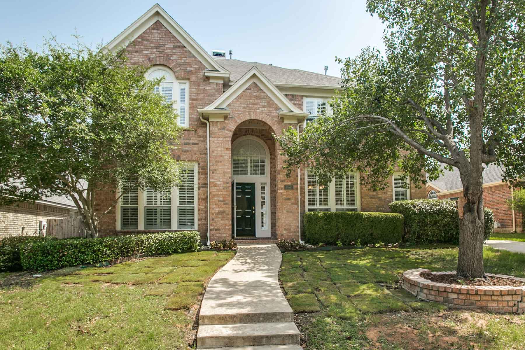 Maison unifamiliale pour l Vente à Newly painted throughout neutral color 6801 Spring Valley Way Fort Worth, Texas, 76132 États-Unis