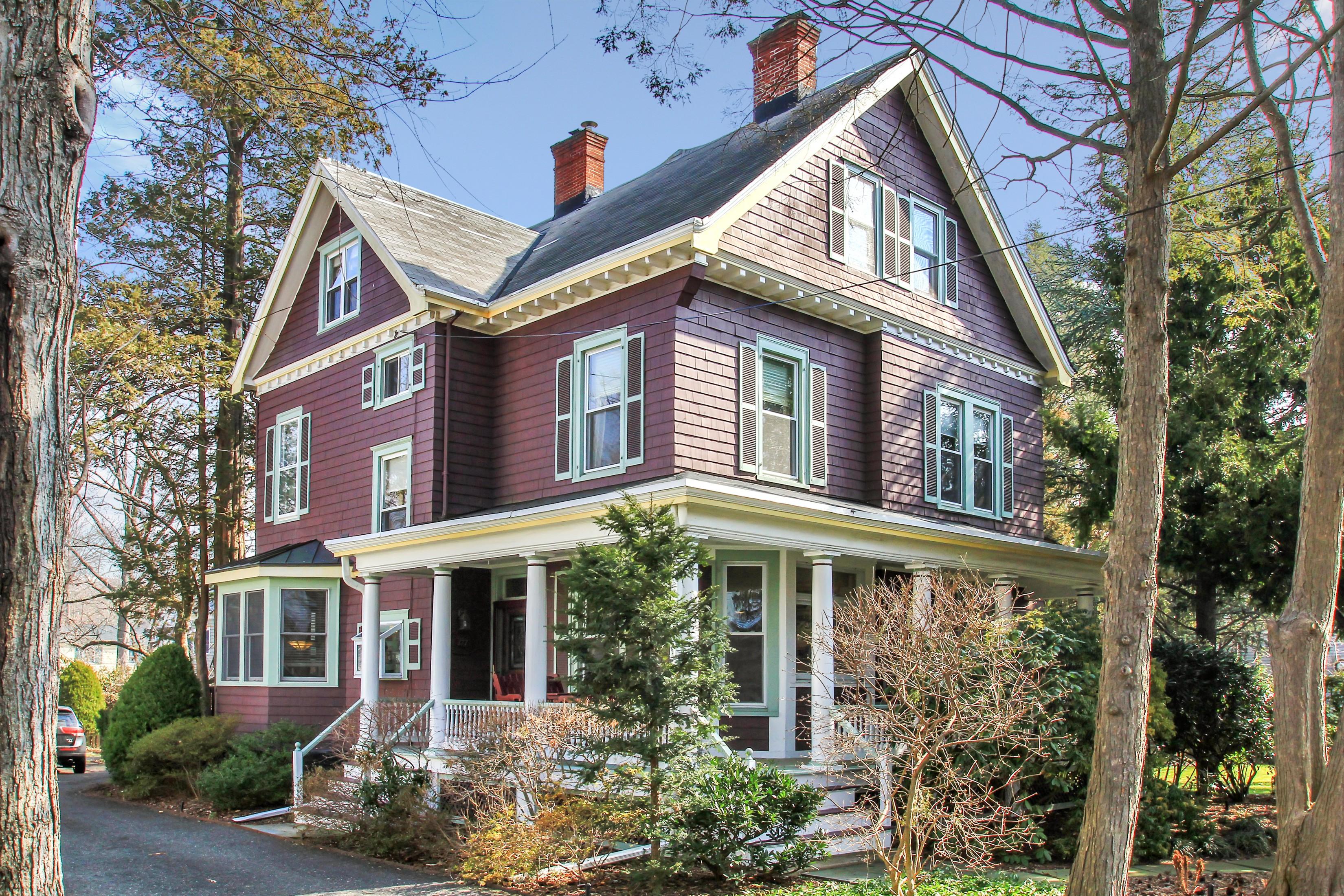 Частный односемейный дом для того Продажа на Englewood Beauty 177 Sherwood Place Englewood, Нью-Джерси 07631 Соединенные Штаты