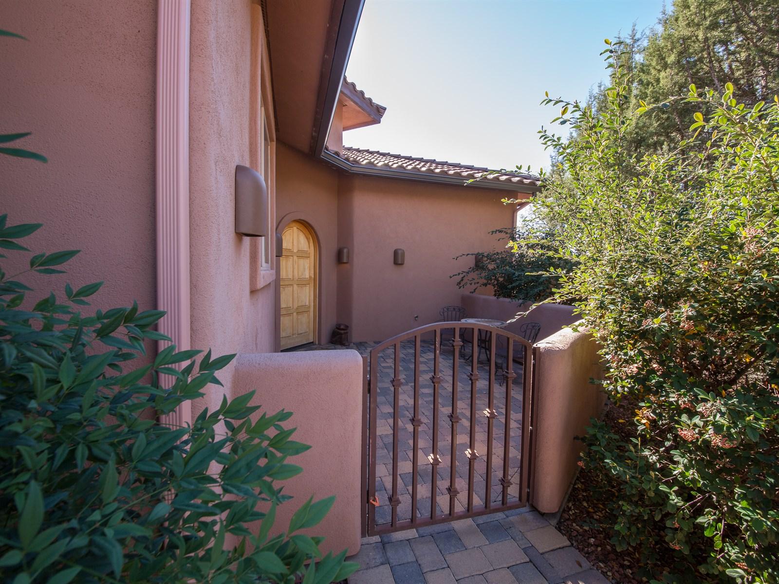 Casa Unifamiliar por un Venta en Elegant Sedona Home 10 N Roan Court Sedona, Arizona 86336 Estados Unidos