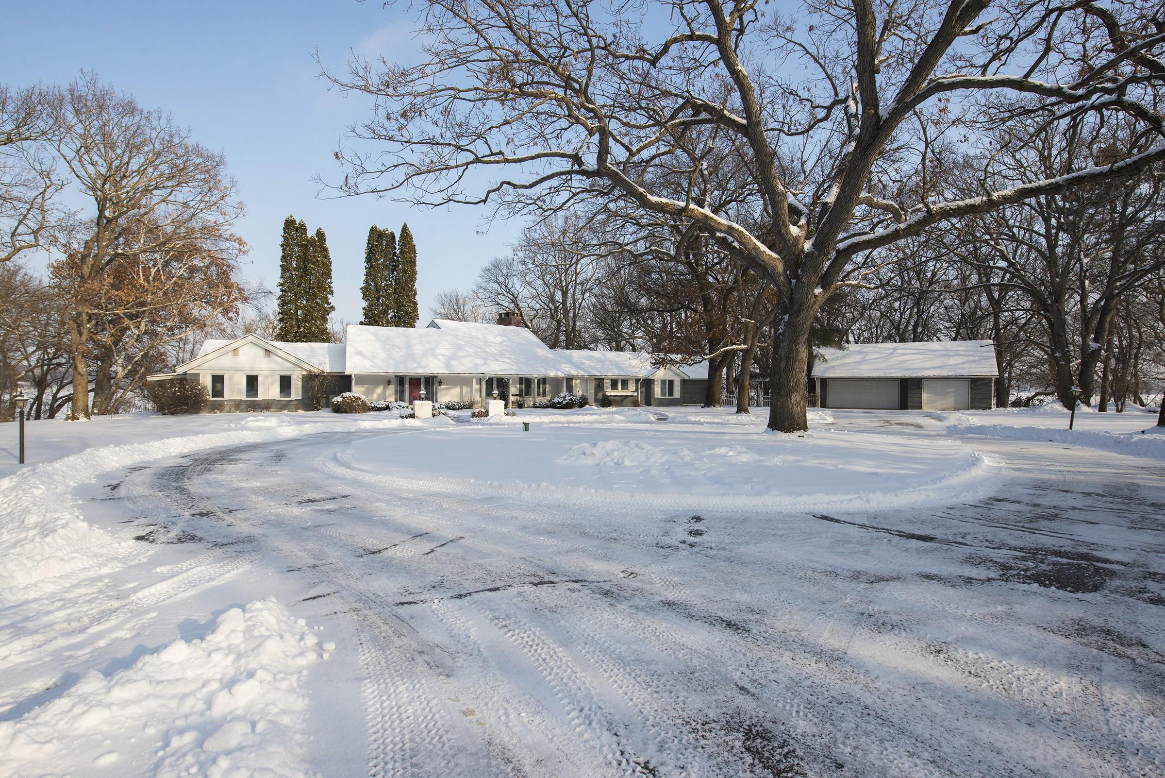 Property For Sale at Landmark Lakeshore Estate Property on Pleasant Lake