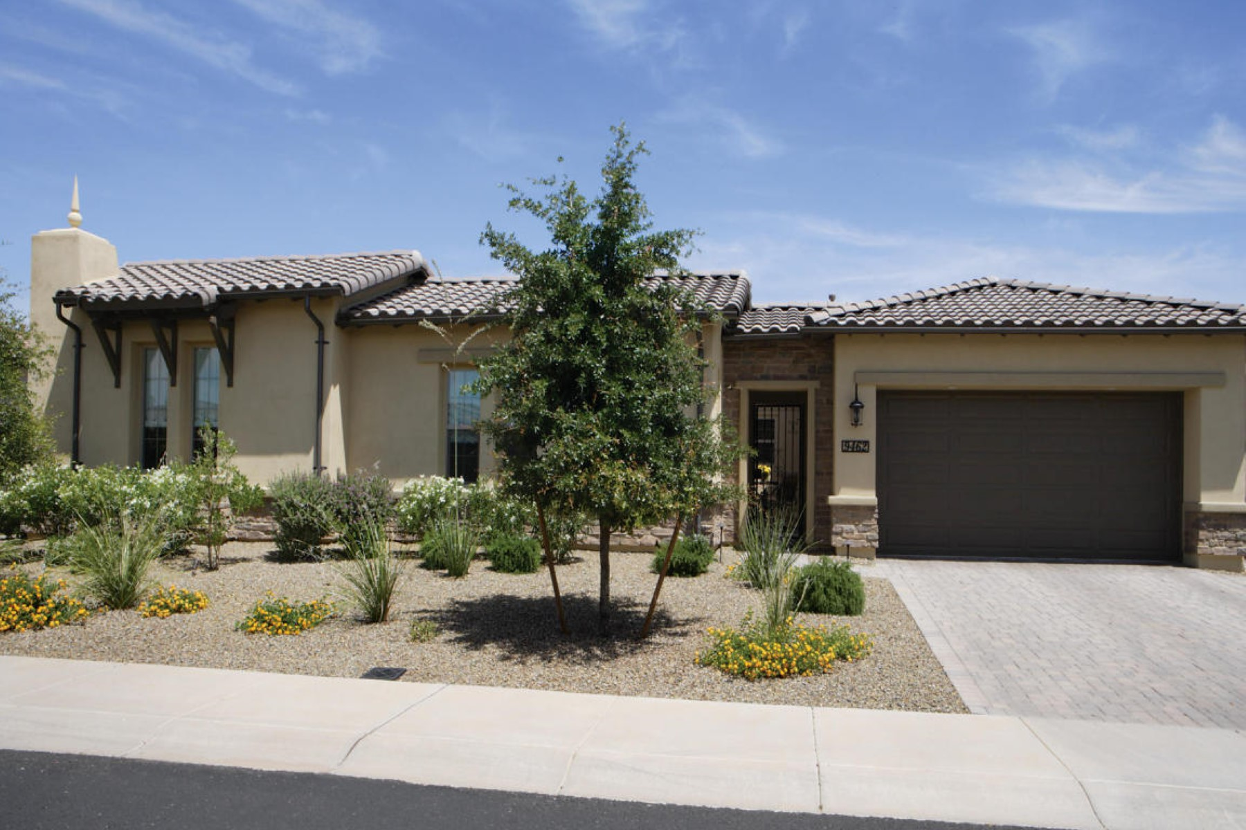 一戸建て のために 売買 アット Camelot Home in the gated-community of Windrose Estates 9462 E Windrose Dr Scottsdale, アリゾナ 85260 アメリカ合衆国