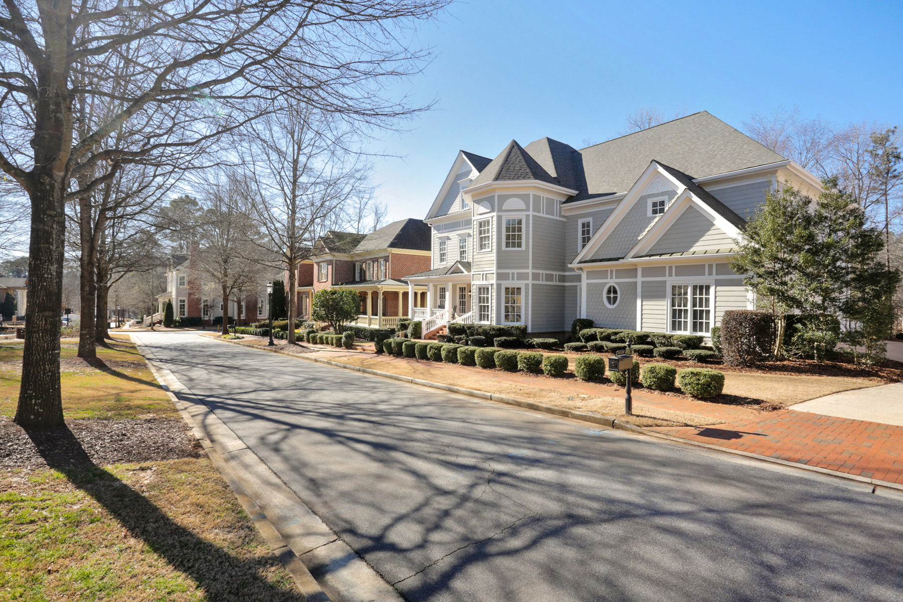 Additional photo for property listing at Cape Cod Home In Ellard 8111 Lawnview Alpharetta, Georgia 30022 Hoa Kỳ