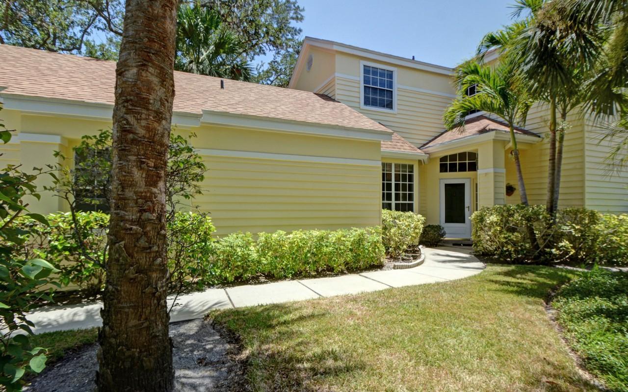 Vivienda unifamiliar por un Venta en Light & Bright River Home 1605 Bent Oak Ln Vero Beach, Florida, 32963 Estados Unidos